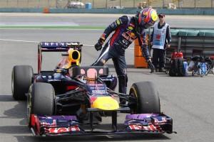 Марк Уеббер покидает машину,Квалификация,Гран-при Китай 2013