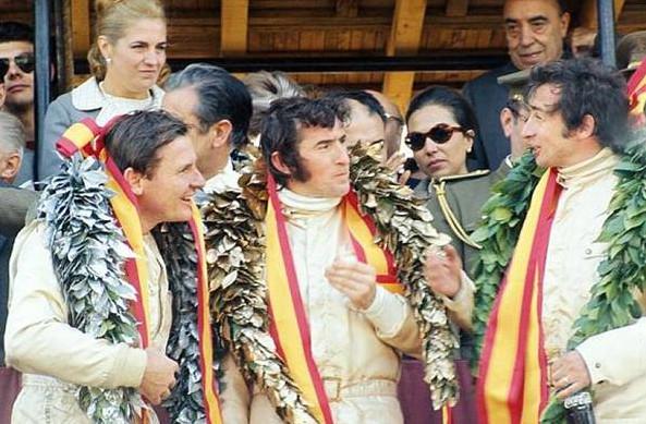 Джеки Стюарт (Матра) победитель Гран-при Испании 1969 год,слева Жан-Пьер Белтоуз (Матра) и справа Брюс Макларен (Макларен)