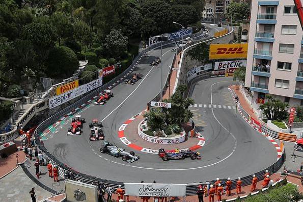 Марк Уеббер лидирует на Гран-при Монако в 2012 году