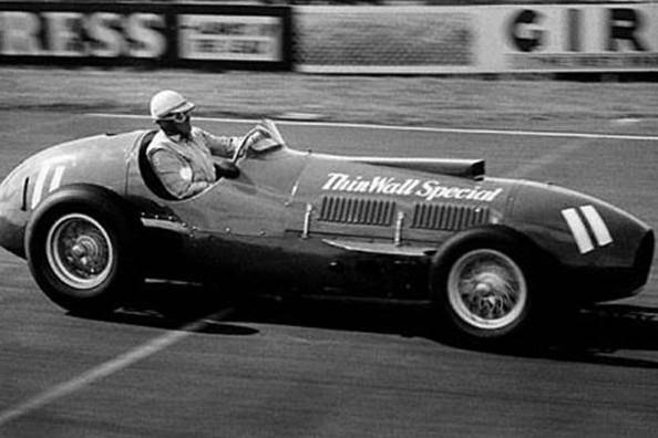 Нино Фарина победитель Гран-при Великобритании в Сильверстоуне 1953