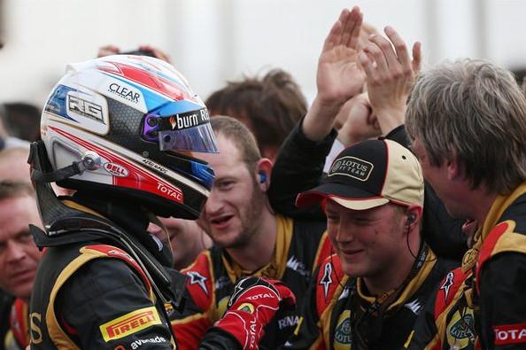 Роман Грожан (Франция) Лотус,Гран-при Бахрейн, с механиками