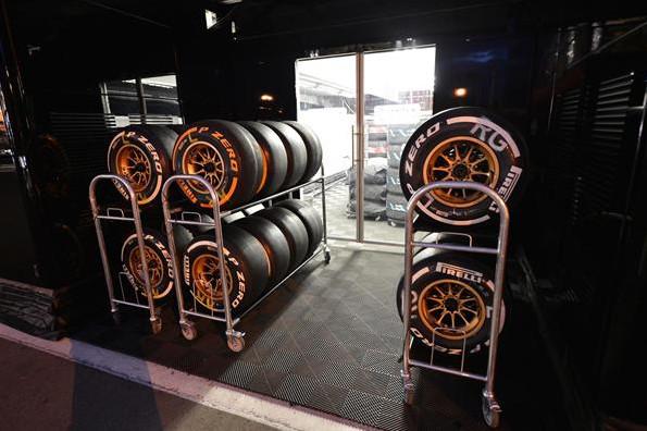 Шины Пирелли, комплекты жёсткой резины,подготовка к Гран-при Испании