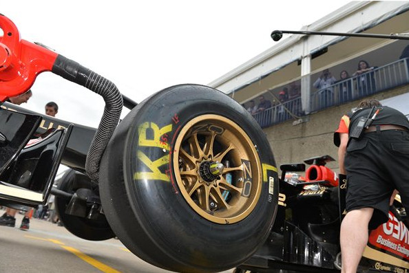 Прототип шин Пирелли,на болиде Лотус,Гран-при Канады