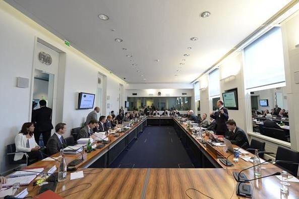 Заседание Суда Международного Трибунала,на слушании дела ФИА против Мерседес и Пирелли,Париж