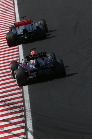 Себастьян Феттель догоняет Дженсона Баттона на Гран-при Венгрии