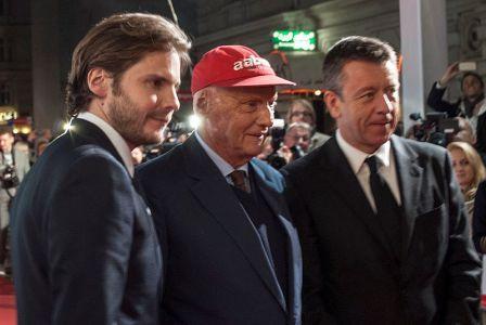 Даниэль Брюль, Ники Лайда и Питер Морган, на премьере фильма Гонка