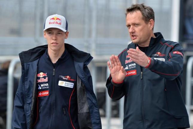 Даниил Квят и Стив Нельсон, спортивный директор Торо Россо, Гран-при США, свободная практика в Остине