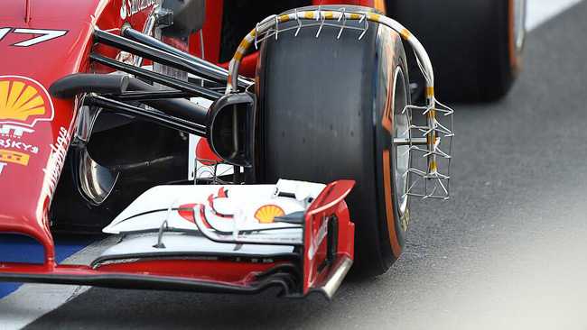 Феррари F14Т анализирует потоки вокруг передних колёс