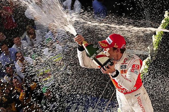 История начисления очков в Формуле 1.Дженсон Баттон празднует победу на гран-при Австралии 2010