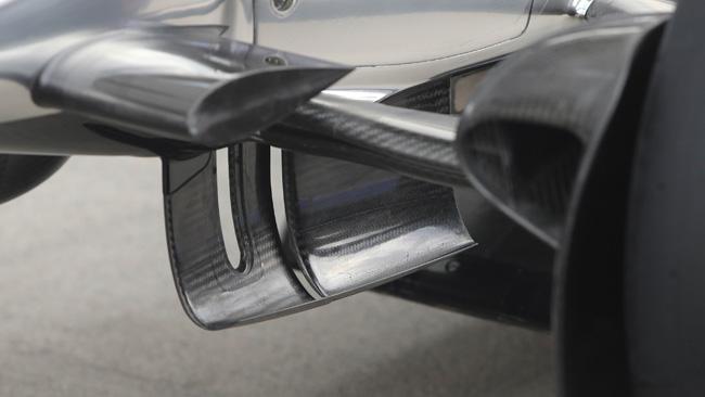 Макларен MP4-29, новые изогнутые лопасти под носовой частью автомобиля на гран-при Австрии