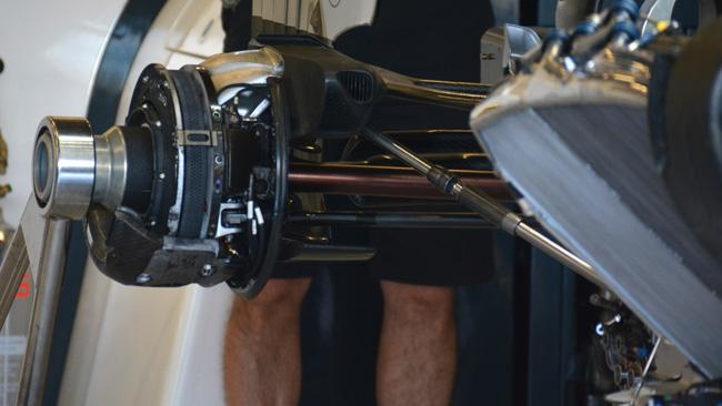 Макларен MP4-29 уменьшение диаметра задних тормозных дисков