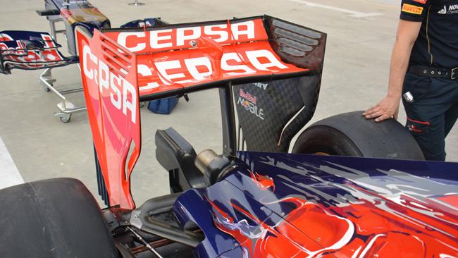Торо Россо STR09 заднее крыло с моно-мачтой