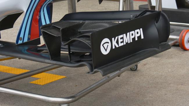 Уильямс, FW36 новая торцевая пластина переднего спойлера.