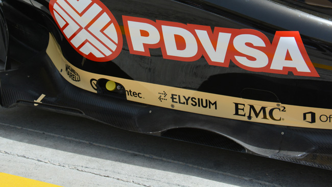 Лотус E22, дополнительные отверстия в боковых понтонах