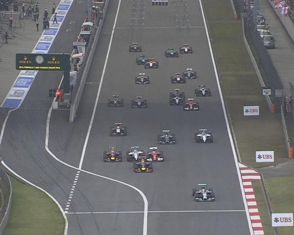 Старт гонки.Гран-при Китая, третий дубль от Мерседес