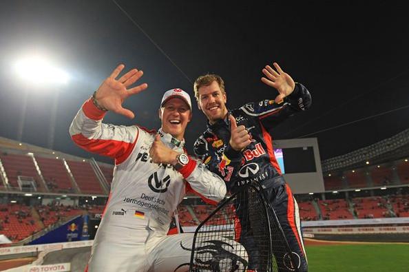 Себастьян Феттель и Михаэль Шумахер, празднуют 6 победу подряд в гонке чемпионов в Бангкоке.