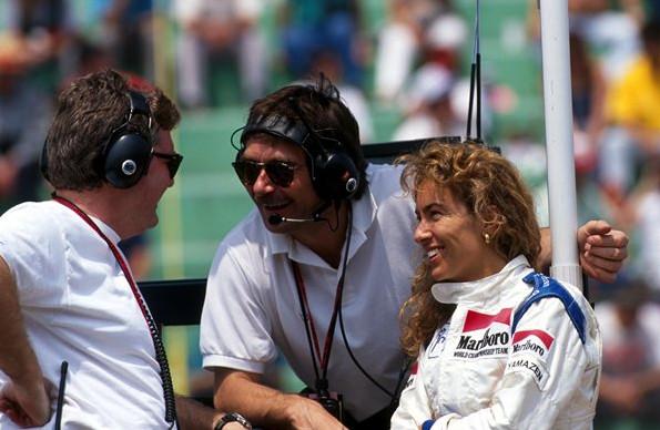 Джованна Амати, с членами команды Брэбэм.Гран-при Мексики,Мехико.22 марта 1992 года