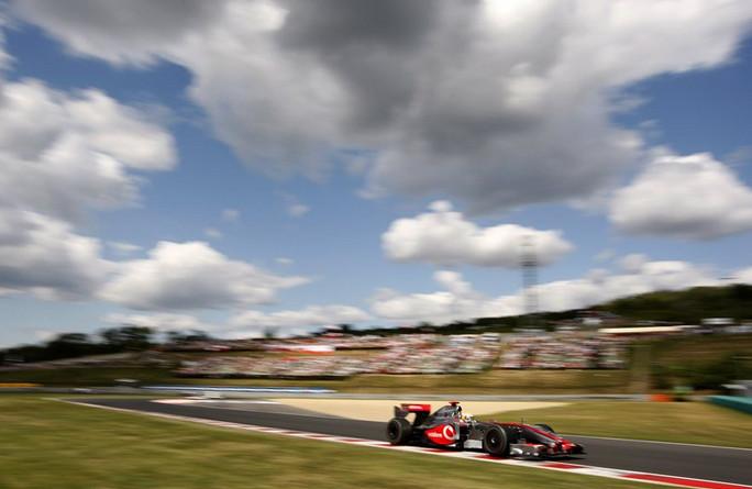 Хэмильтон и Макларен, первая победа болида с гибридным двигателем.2009 год.