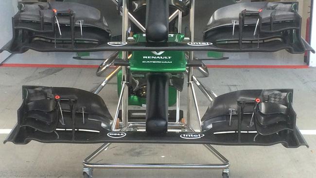Катэрхэм CT05, два варианта переднего спойлера на гран-при Венгрии