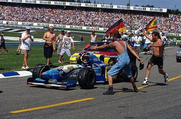 Михаэль Шумахер (Бенеттон) побеждает на гран-при Германии 1995 год