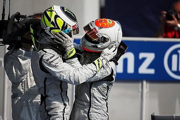 Барикелло и Батон празднуют свою победу, гран-при Италии
