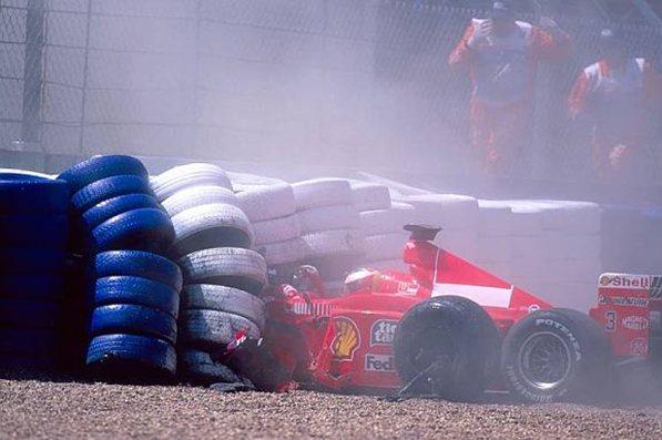 Феррари 1999. Михаэль Шумахер на Феррари C399, инцидент в Стоу, первый круг гран-при Великобритании