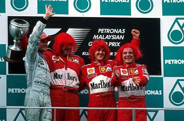 Феррари 2000. Слева на право Култхард (Макларен), Росс Браун, Михаэль Шумахер, Рубенс Баррикелло (Феррари Ф1-2000)