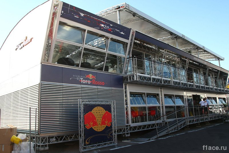 Команда Торо Россо (Toro Rosso).Моторхоум команды Scuderia Toro Rosso (Торо Россо)
