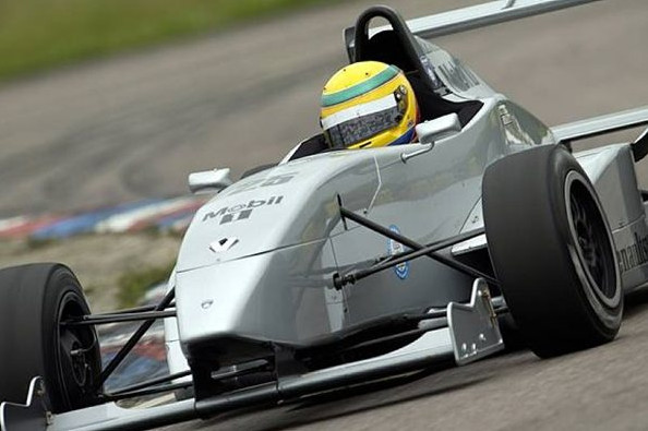Льюис Хэмилтон (Велк), первая победа в Британской Формуле Рено, Трукстон, Англия,16 июня 2002 года