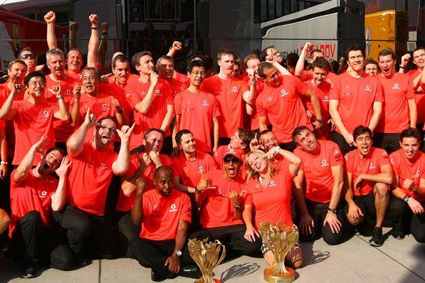 Льюис Хэмильтон и команда, победитель гран-при Венгрии 2012