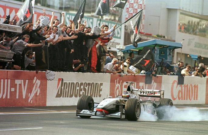 Мика Хаккинен выигрывает первый титул чемпиона мира, Сузука, 1998 год