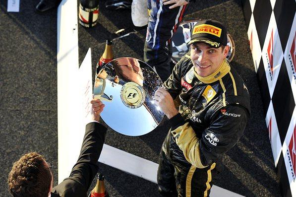 Виталий Петров празднует третье место на гран-при Бахрейн 2011
