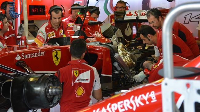 Феррари F14T, смена двигателя за 20 минут