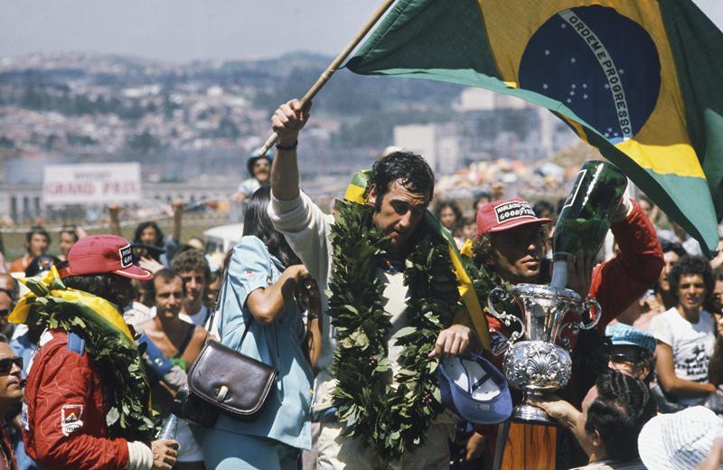 Ликующий Пасе, обеспечивает себе домашнюю победу, Интерлагос, 1975 год