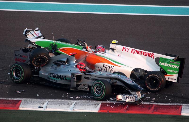 Шумахер и Льюцци запутались в клубок, 2010 год