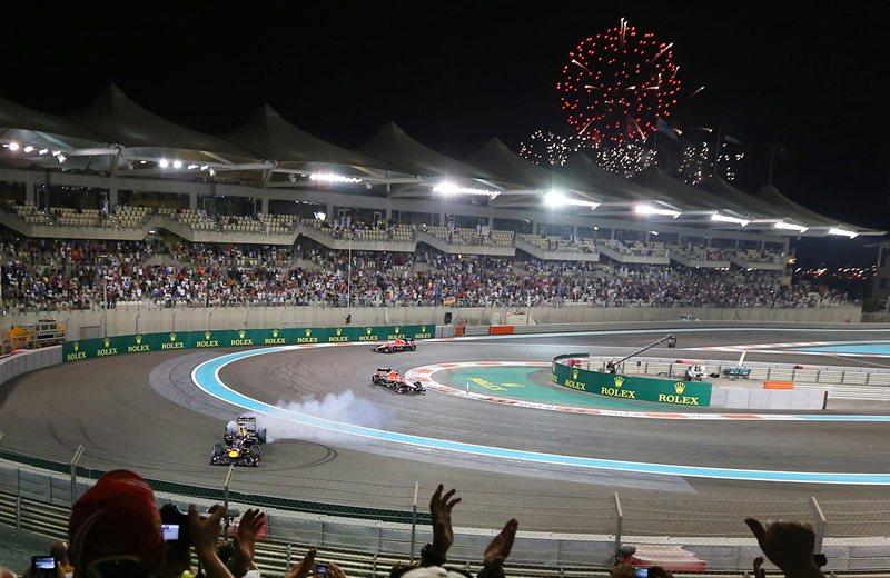 Себастьян Феттель празднует седьмую подряд победу в сезоне, Абу-Даби 2013 год.