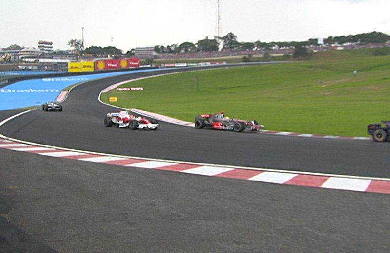 В последнее мгновение Хэмильтон уводит титул Чемпиона Мира Формулы 1 из под носа Фелипе Массы, Интерлгос, 2008 год.