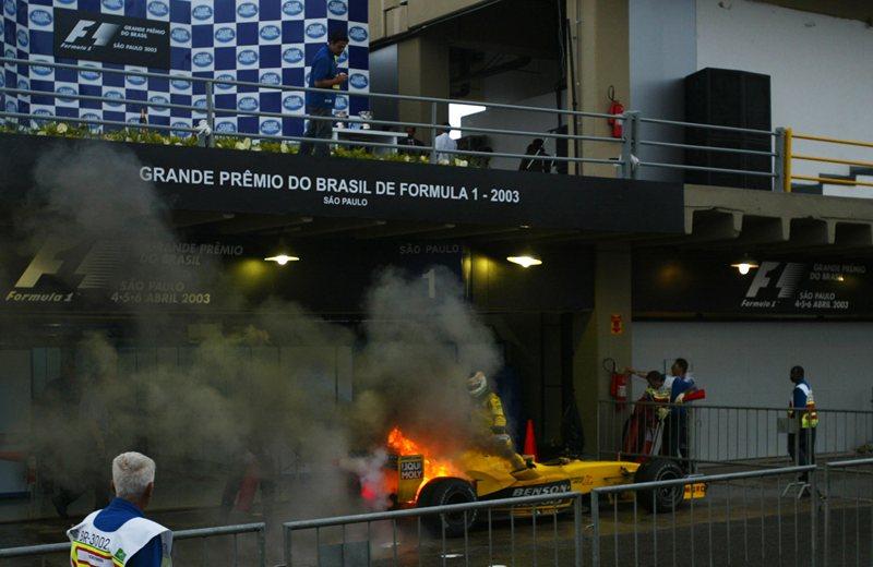 Возгарание Физикеллы в конце концов выявило победителя хаотичной гонки, Интерлагос, 2003
