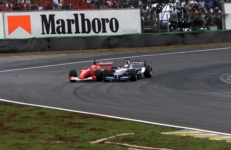 Злой Монтойа меряется силами с Шумахером, Интерлагос, 2001 год