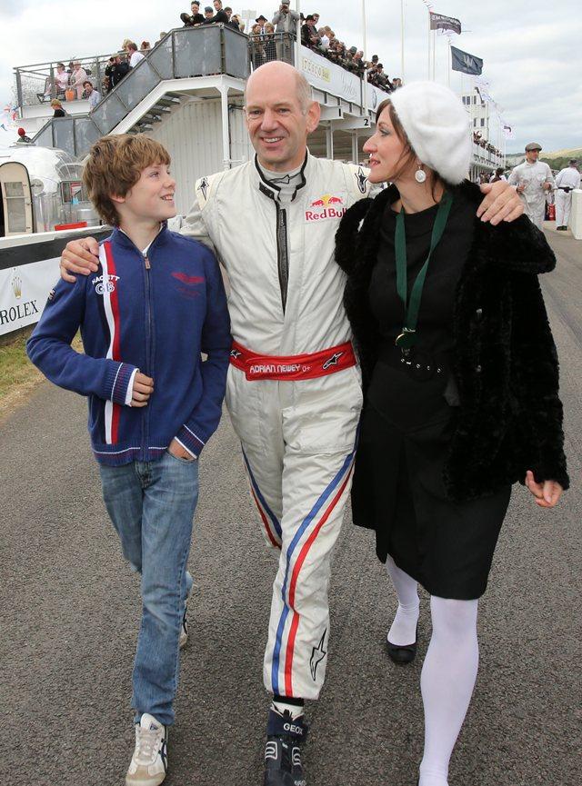 Эдриан Ньюи с женой и сыном Харрисоном