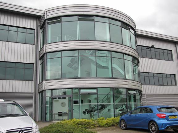 Главное здание базы команды Мерседес в Брекли