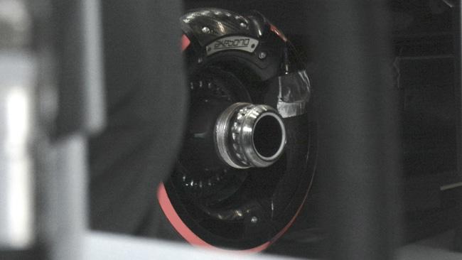 Макларен MP4-30, передние тормоза фирмы Акебоно