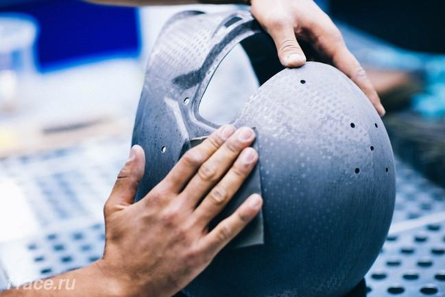 Ручная обработка шлема пилота Ф1